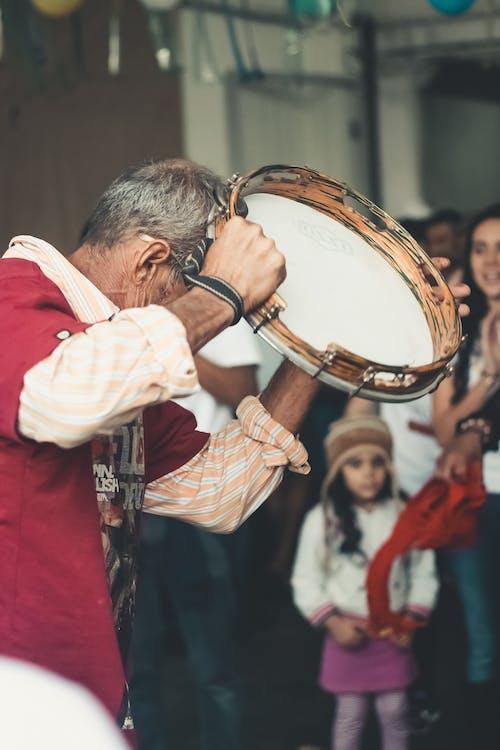 Darmowe zdjęcie z galerii z instrument, instrument muzyczny, instrument perkusyjny, mężczyzna