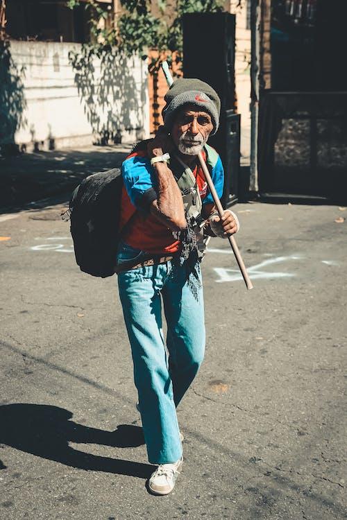 Darmowe zdjęcie z galerii z droga, mężczyzna, nosić, osoba