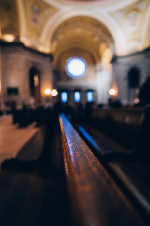 Fotos de stock gratuitas de adentro, altar, arcos, arquitectura