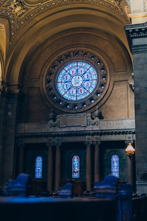 Foto profissional grátis de arcada, arquitetura, capela, construção