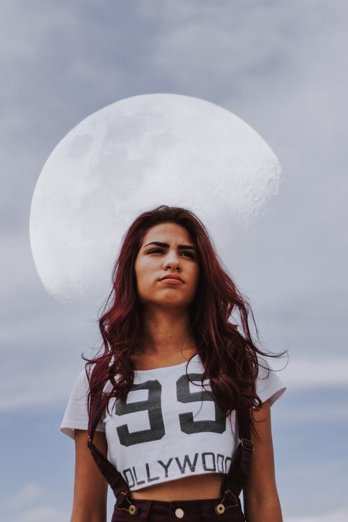 Gratis lagerfoto af kvinde, måne, mode, portræt