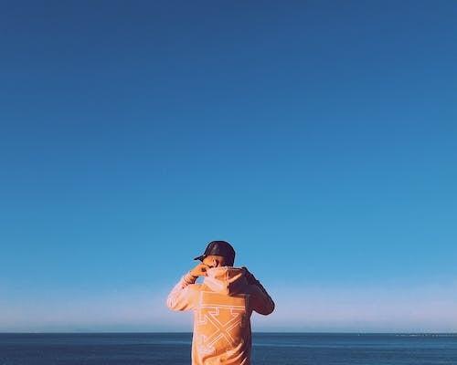 Gratis stockfoto met blauwe lucht, blijdschap, blikveld, cap