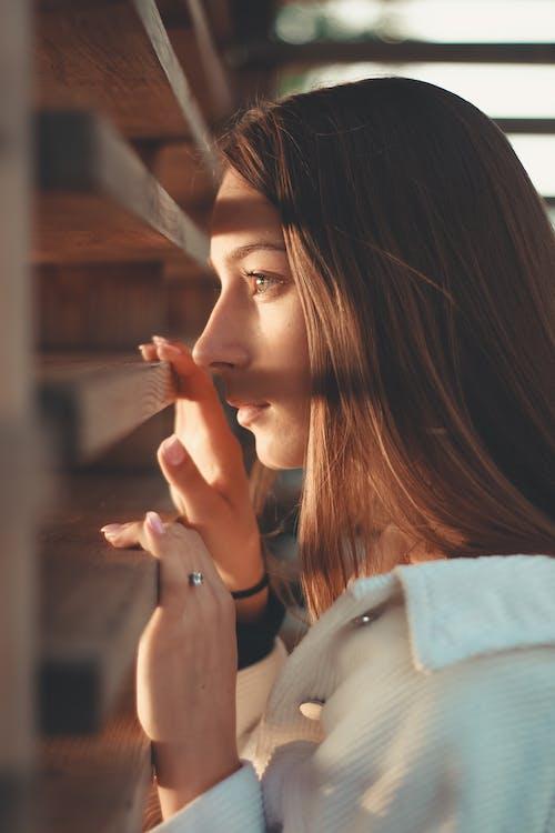 Kostnadsfri bild av ansikte, ansiktsuttryck, avslappning, brunett