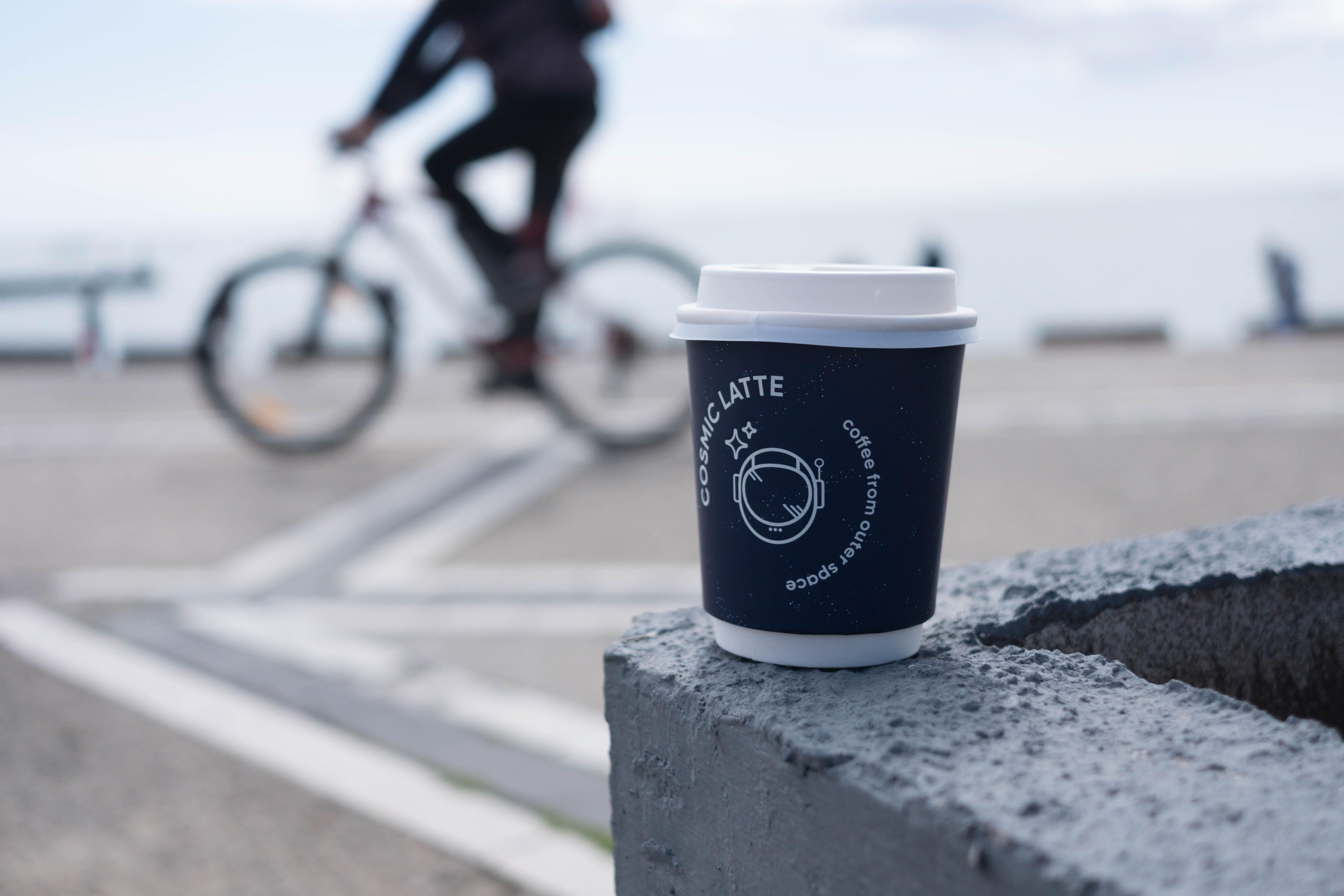 Бесплатное стоковое фото с выборочный фокус, кофейная чашка, пластиковый стаканчик, чашка