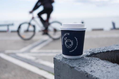 Fotos de stock gratuitas de copa, enfoque selectivo, taza de café, vaso de plástico
