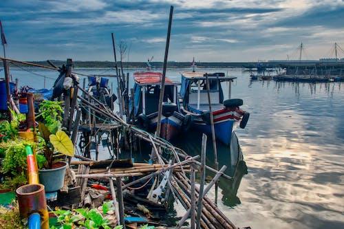 Foto d'estoc gratuïta de aigua, atracat, badia, barca de pesca