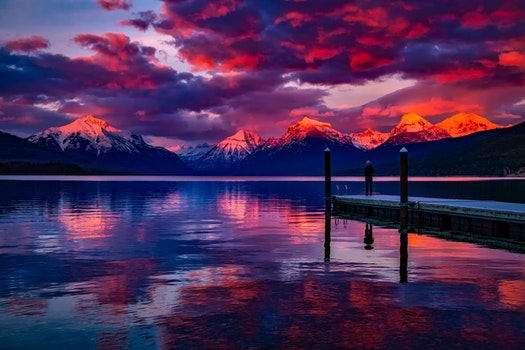 Kostenloses Stock Foto zu meer, dämmerung, landschaft, berge