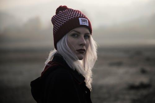 Gratis lagerfoto af beanie, blondine, forkølelse, fotosession