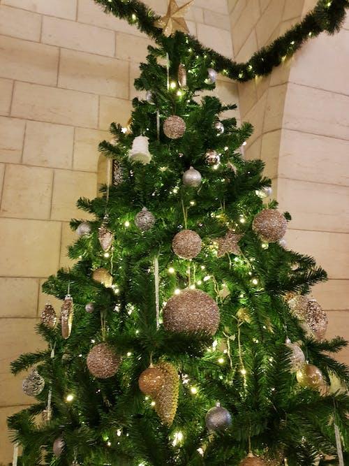 Gratis stockfoto met kerstbal, kerstboom, kerstdecor, kerstversieringen