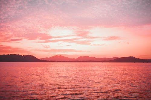 Photos gratuites de aube, coucher de soleil, étendue d'eau, horizon doré