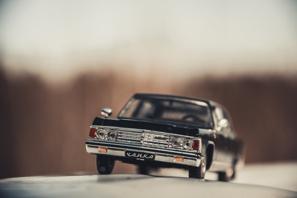 czarny samochód, martwa natura, model