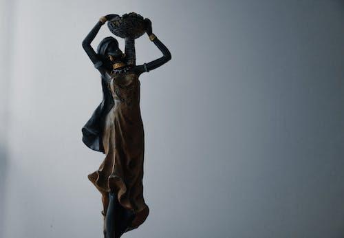 Darmowe zdjęcie z galerii z ciemny, czarny, kobieta, posąg