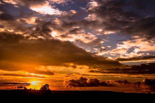 Gratis arkivbilde med daggry, dramatisk, himmel, horisont