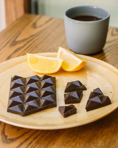 Fotobanka sbezplatnými fotkami na tému chutný, čokoláda, čokoládová tyčinka, drevený