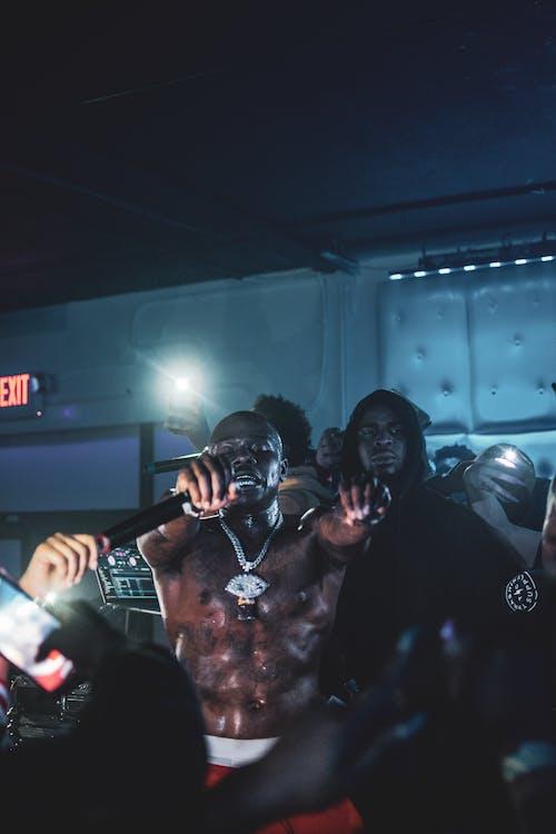 Gratis stockfoto met 's nachts, Afro-Amerikaanse mensen, artiesten, beroemdheid