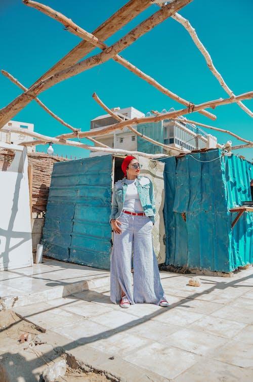 Foto d'estoc gratuïta de arquitectura, dona