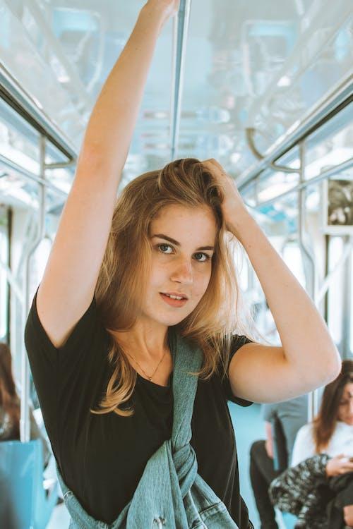 Безкоштовне стокове фото на тему «великий план, вираз обличчя, волосина, вродлива»
