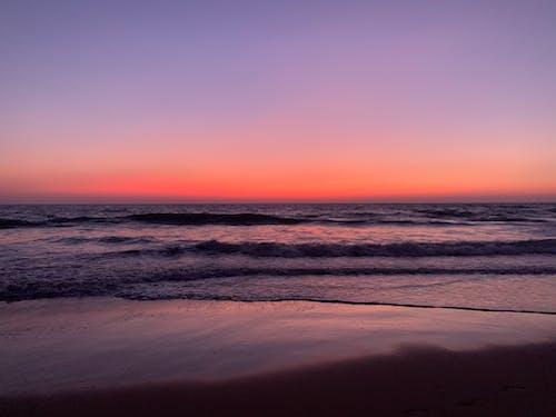 Безкоштовне стокове фото на тему «берег моря, золота година, махати, море»