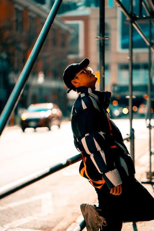 Kostenloses Stock Foto zu fashion, gerüst, kleidung, mann