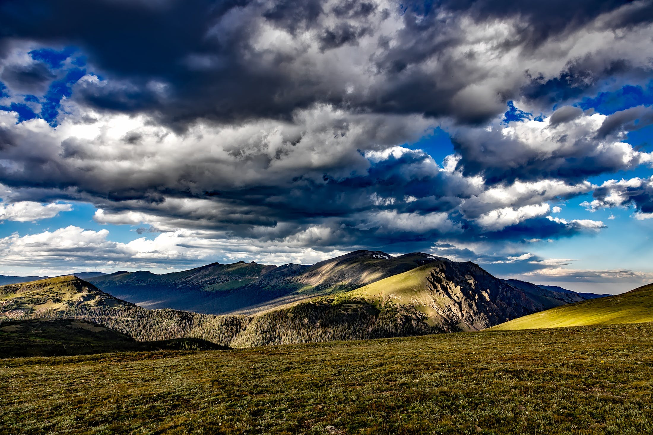 Kostenloses Stock Foto zu berg, gras, himmel, landschaft