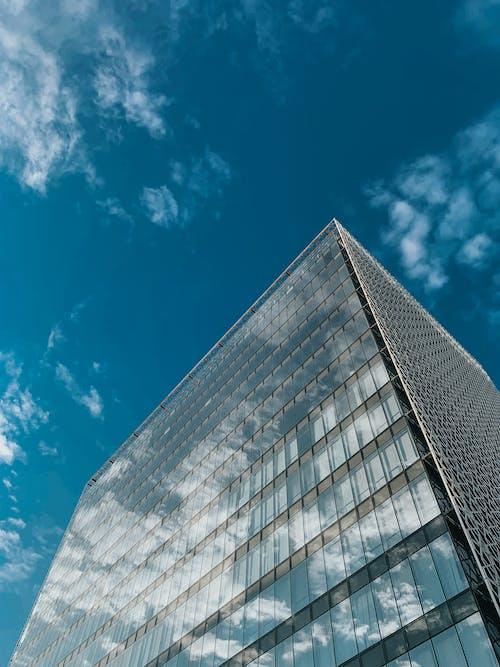 Безкоштовне стокове фото на тему «архітектурний, блакитне небо, Будівля, Перспектива»