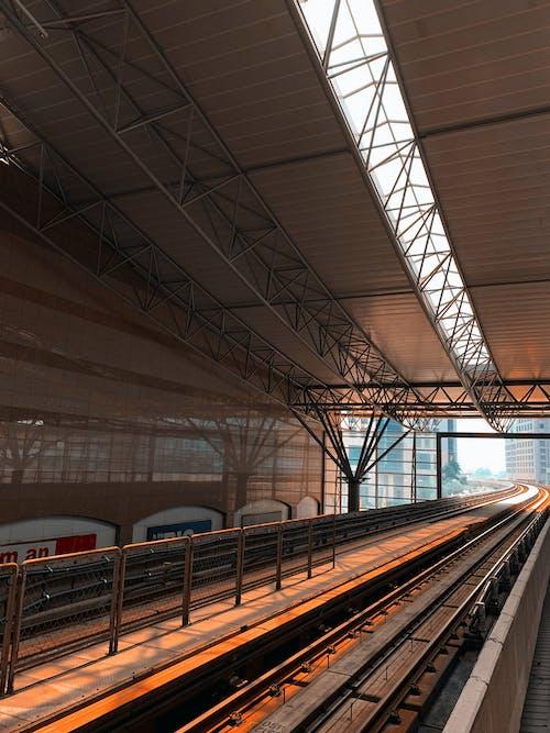 Безкоштовне стокове фото на тему «апельсин, електричка, Залізничний вокзал, залізничної колії»