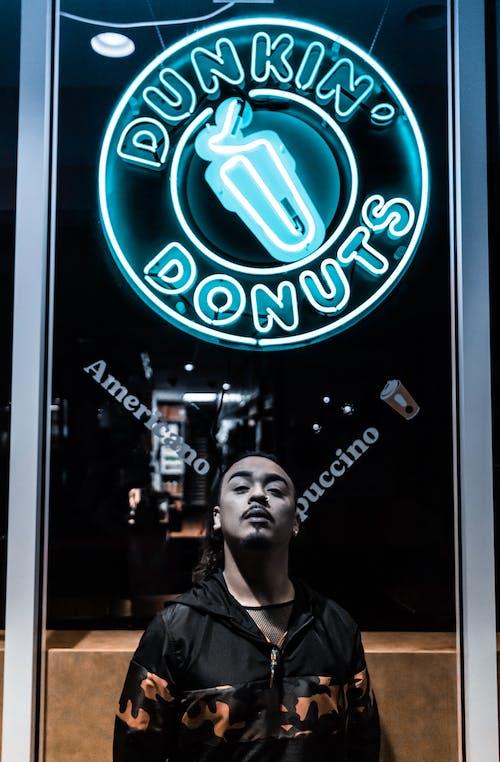 Darmowe zdjęcie z galerii z dunkndonuts, floryda, model, neon