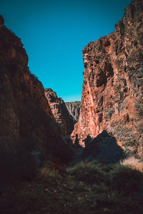 Gratis lagerfoto af bjerge, blå himmel, dagslys, erosion