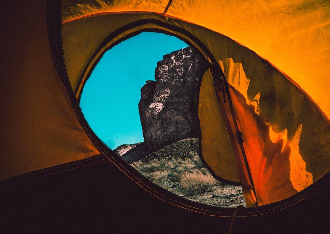 à l'intérieur, cailloux, camping