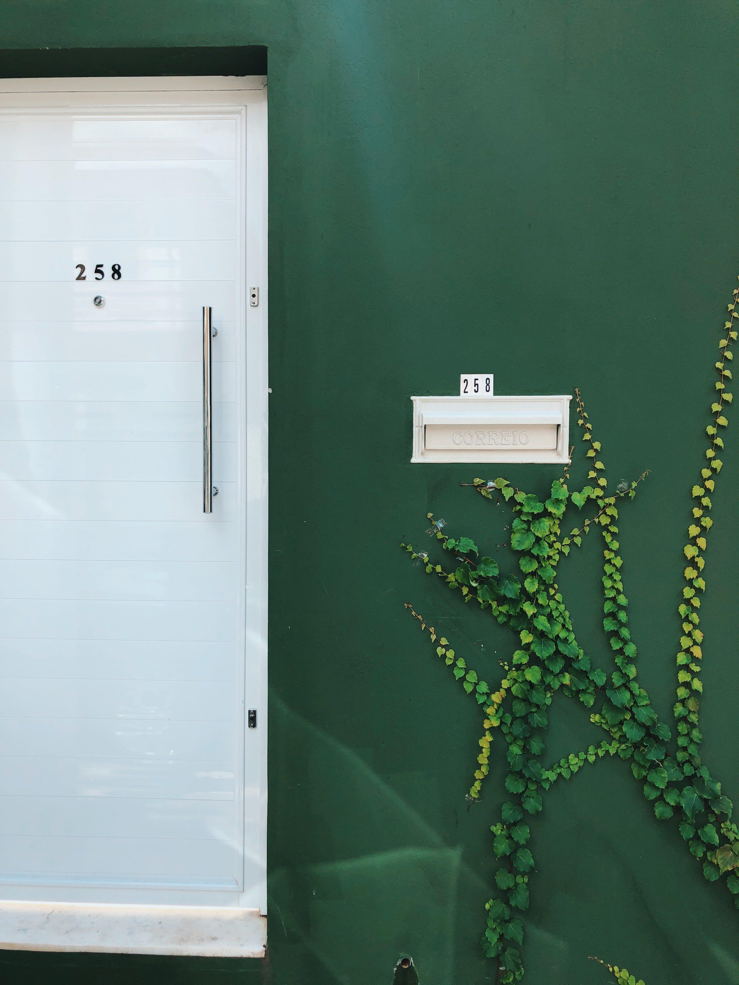 Darmowe zdjęcie z galerii z budynek od zewnątrz, dzień, kolory, metal