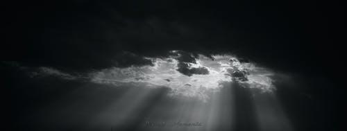 cloudscape, モノクロ写真, 太陽の光, 暗雲の無料の写真素材