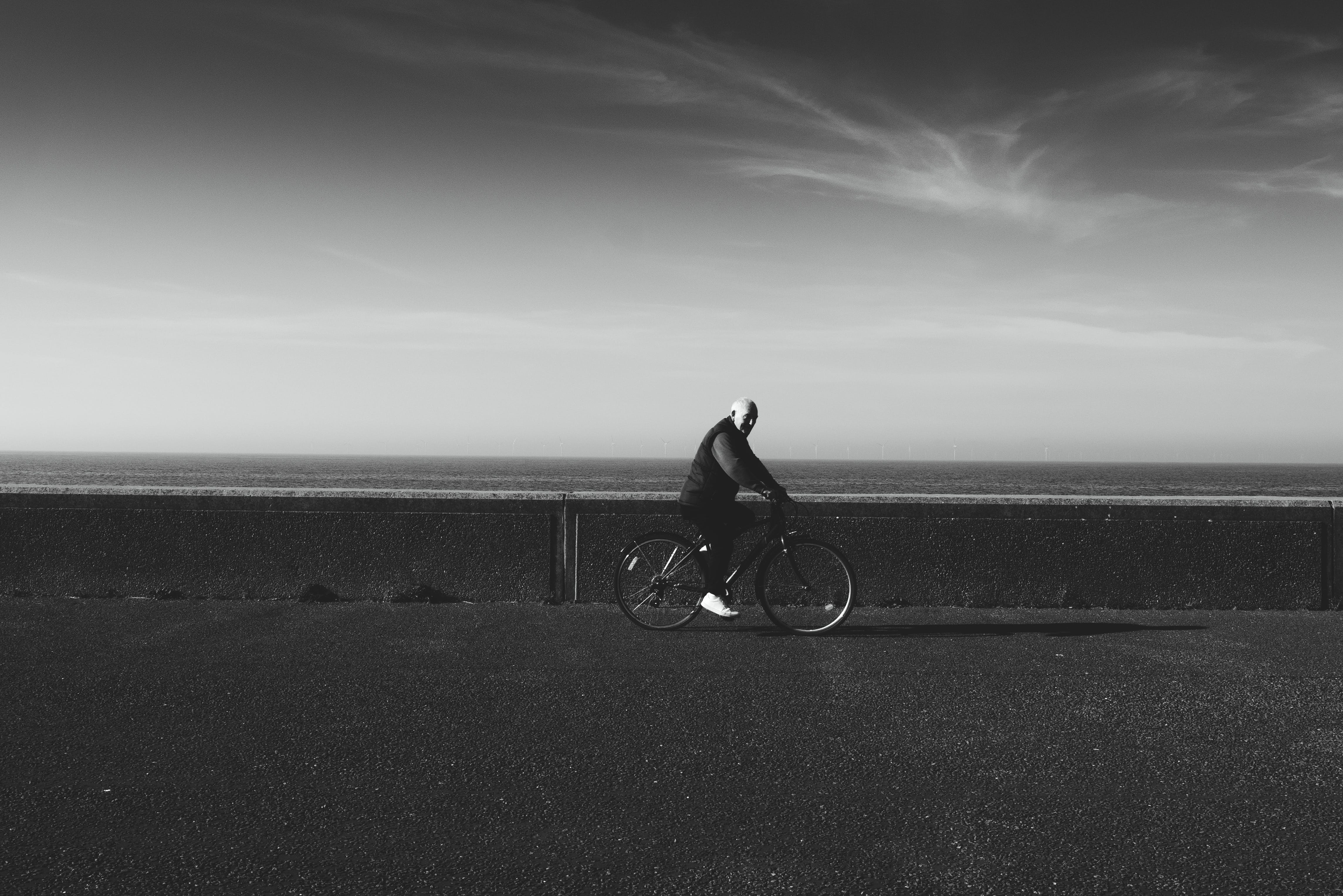 Kostenloses Stock Foto zu erwachsener, fahrrad, landschaft, person