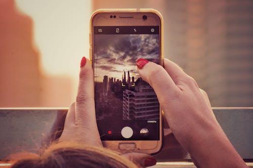 Základová fotografie zdarma na téma bezdrátový, chytrý telefon, digitální, digitální zařízení