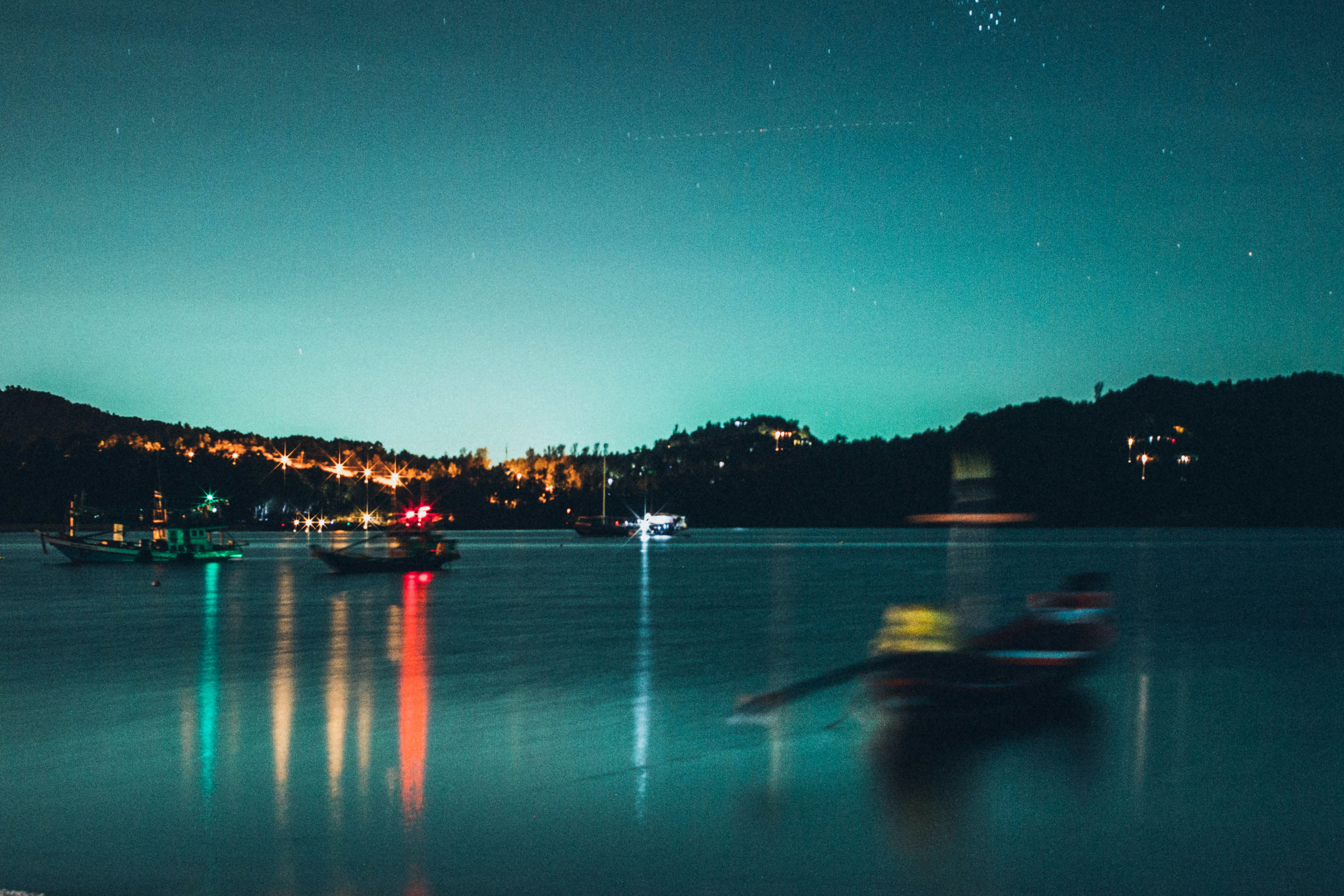 Fotobanka sbezplatnými fotkami na tému člny, dopravný systém, hory, krajina