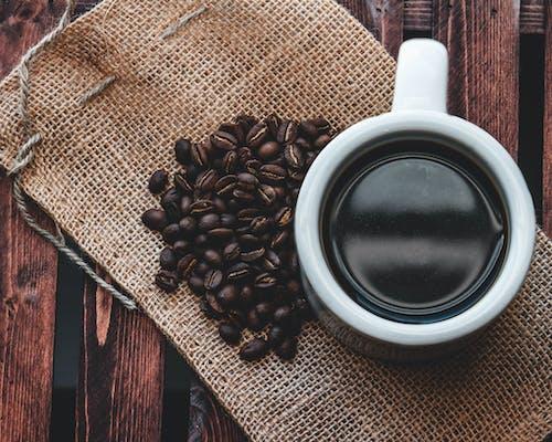 Gratis lagerfoto af brun, kaffe, kaffebønner, træ