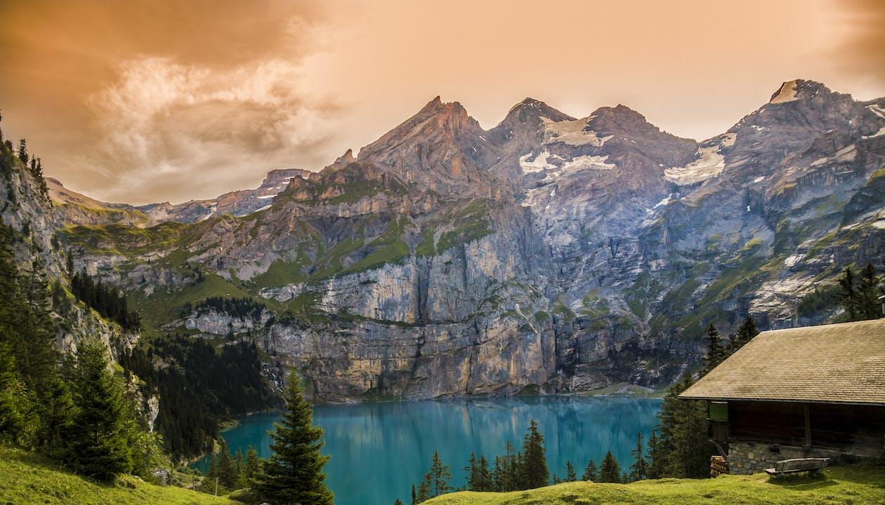 Альпийский, багровое небо, вода