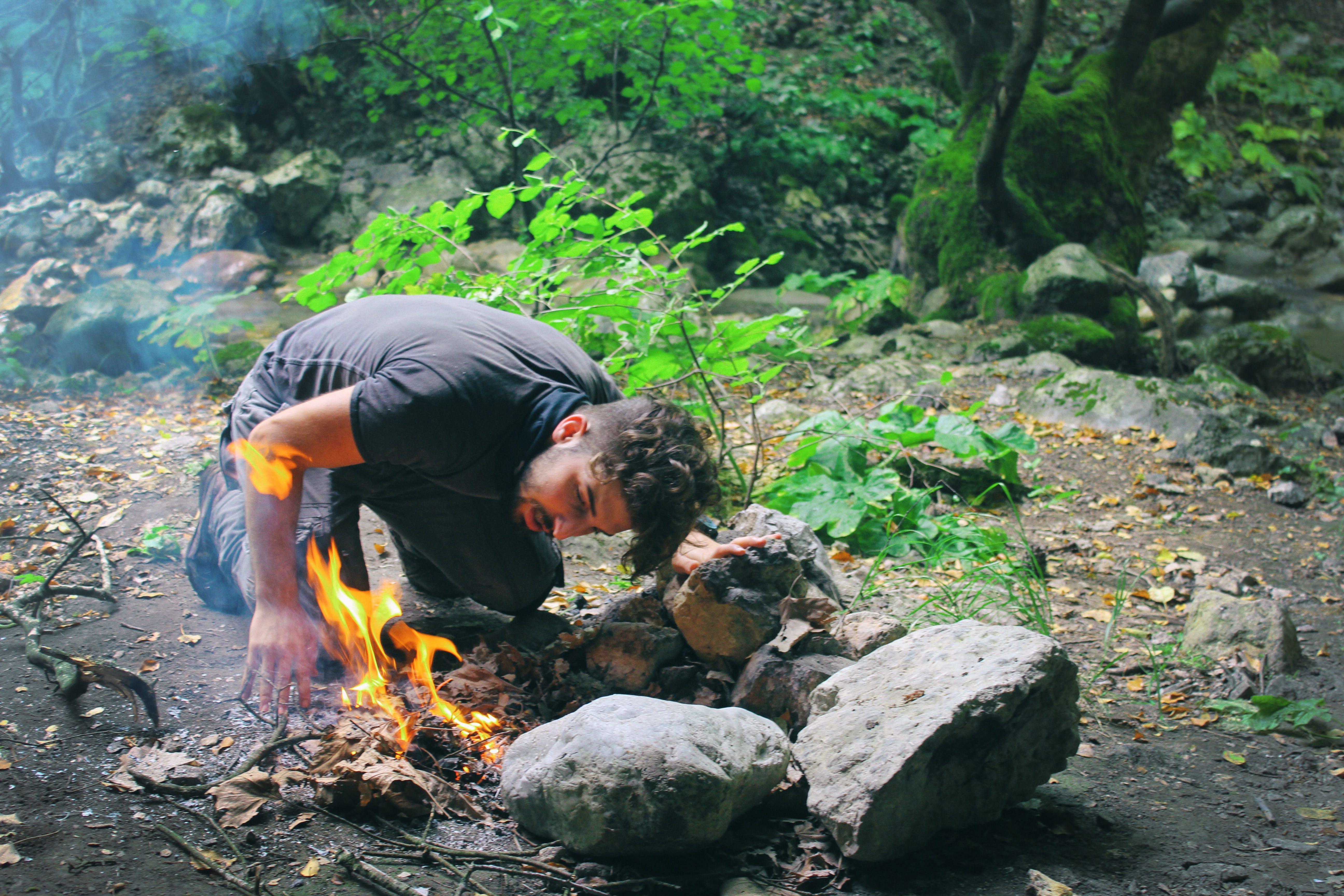 Δωρεάν στοκ φωτογραφιών με άνδρας, άνθρωπος, βράχια, δασικός