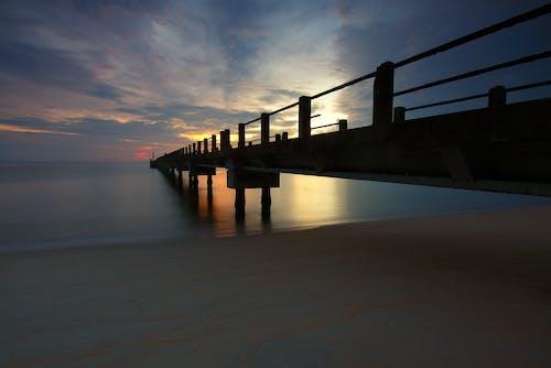 Δωρεάν στοκ φωτογραφιών με ακτή, αντανάκλαση, αποβάθρα, απόγευμα