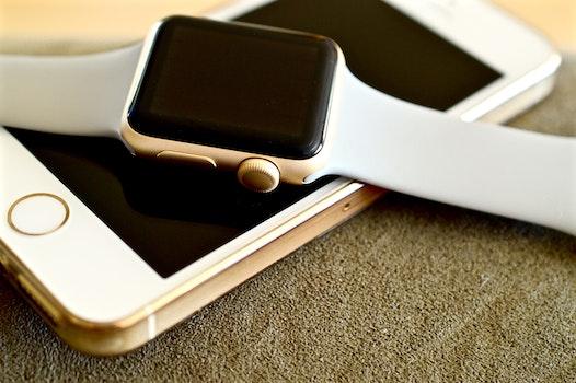 Kostenloses Stock Foto zu smartphone, armbanduhr, internet, technologie