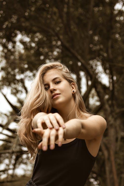 Kostnadsfri bild av ansiktsuttryck, blond, dagsljus, flicka