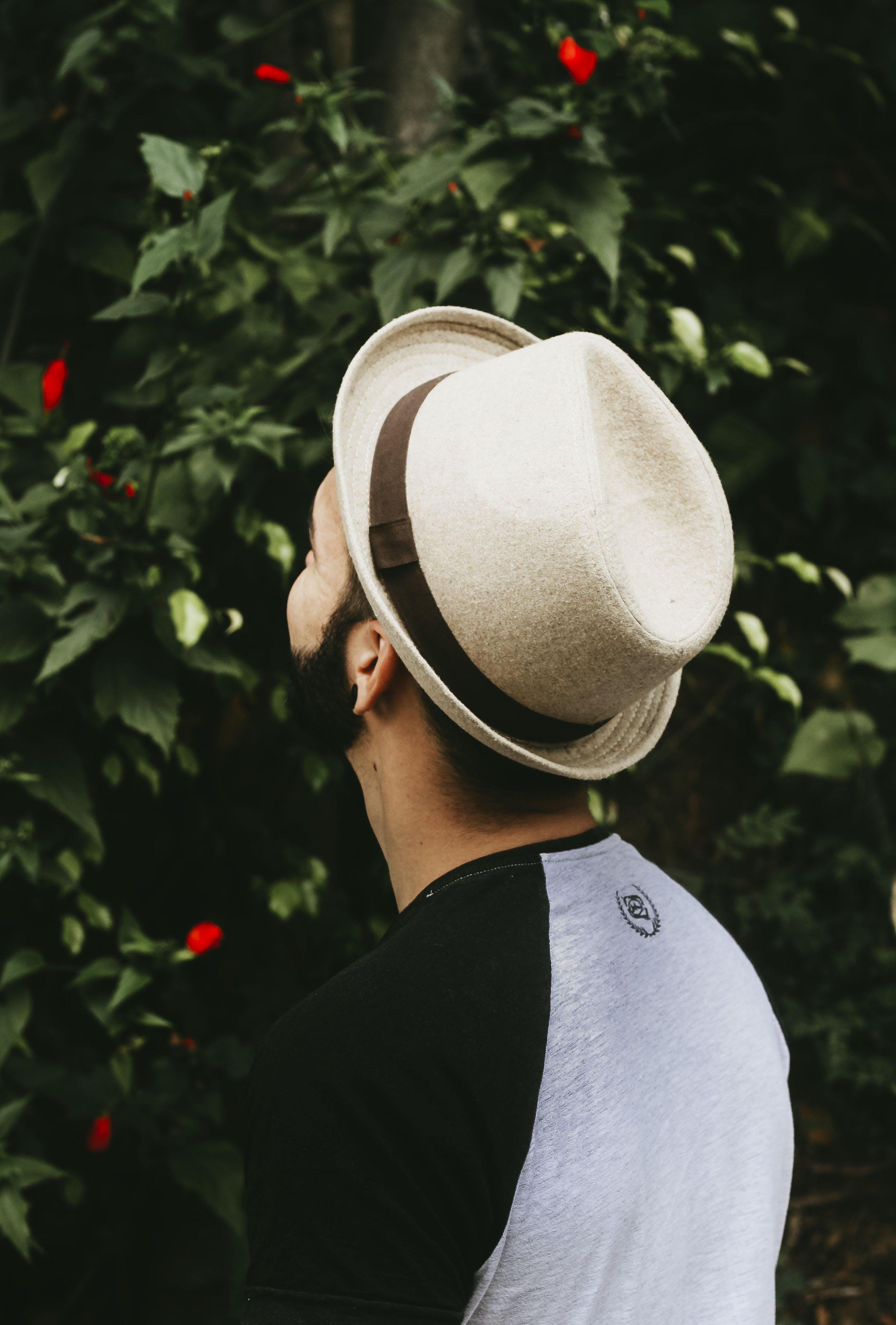 Základová fotografie zdarma na téma chloupky na obličeji, focení, klobouk, květiny