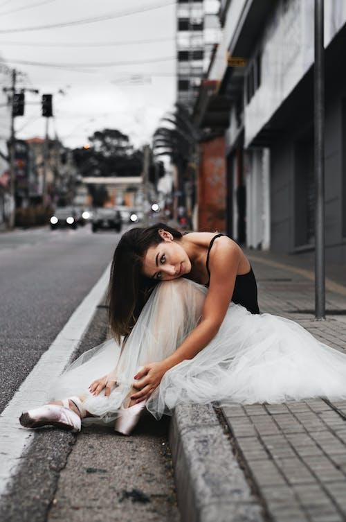 Gratis lagerfoto af balletskørt, downtown, fortov, fotosession