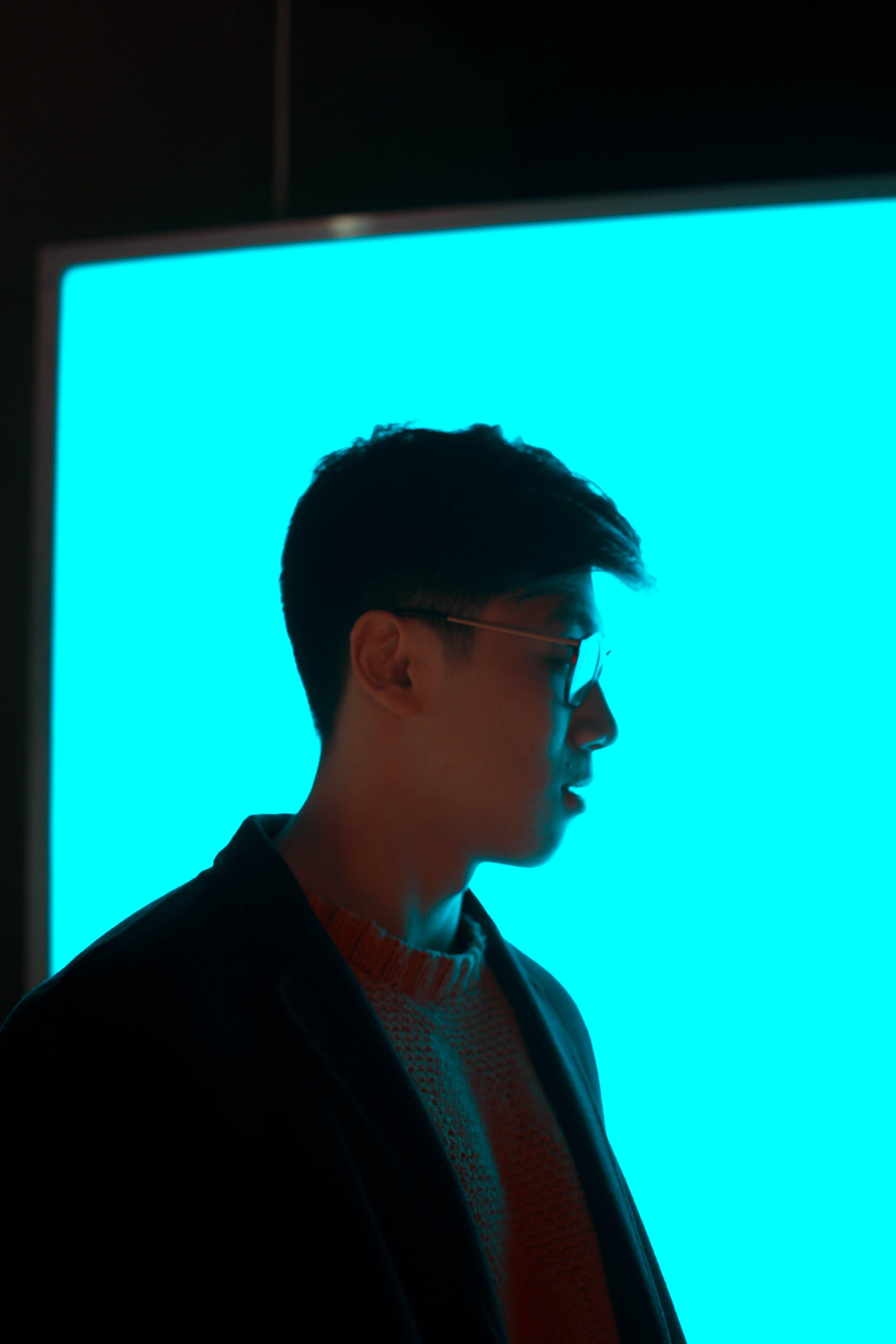 Kostenloses Stock Foto zu blau, brille, dunkel, fashion