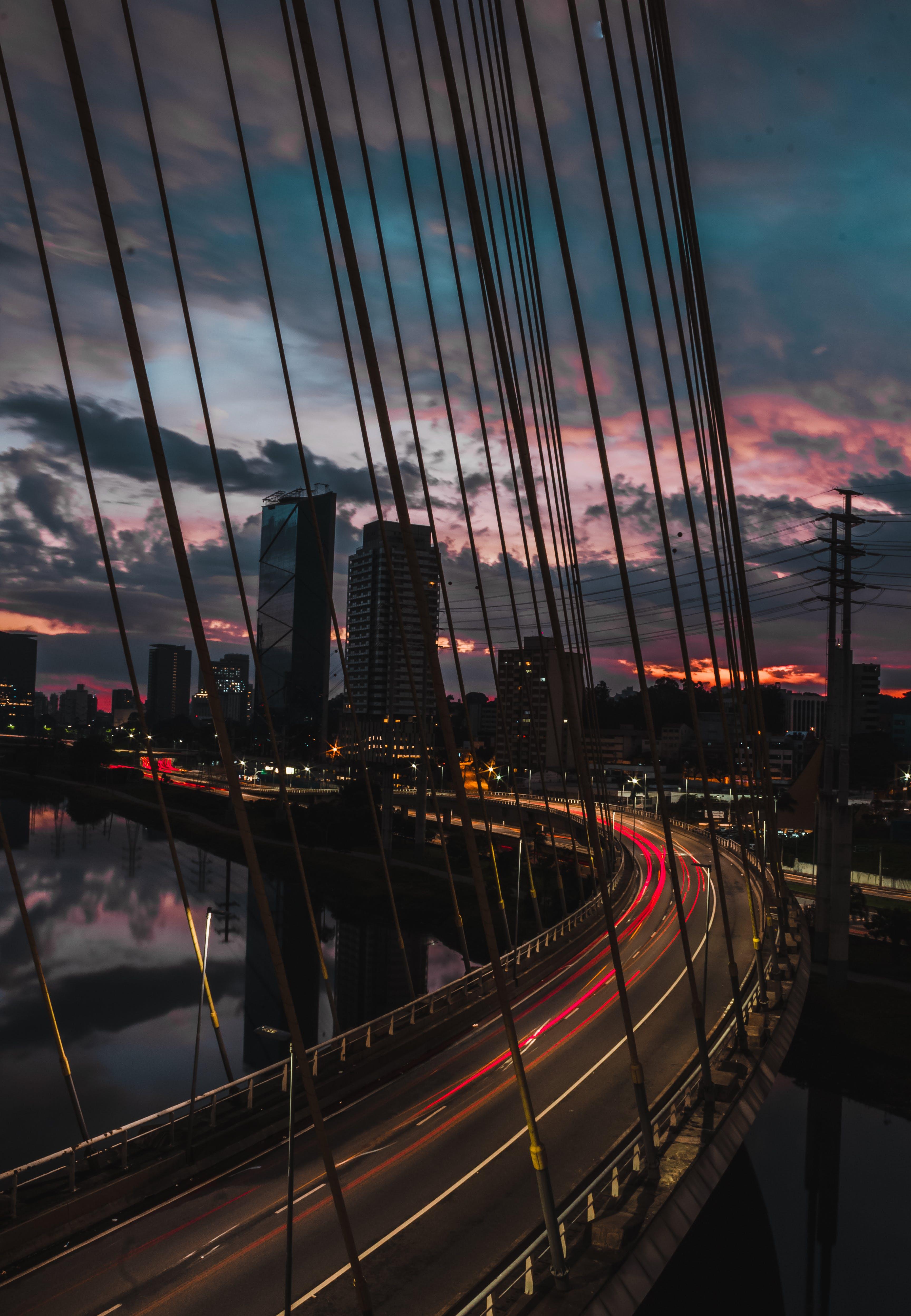 Foto profissional grátis de água, arquitetura, arranha-céus, borrão