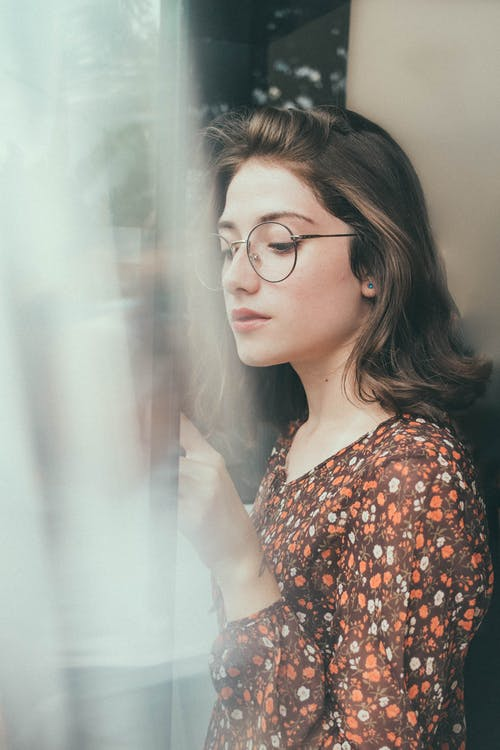 Fotobanka sbezplatnými fotkami na tému bruneta, človek, dáma, dioptrické okuliare