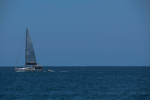 Foto stok gratis biru, di tepi laut