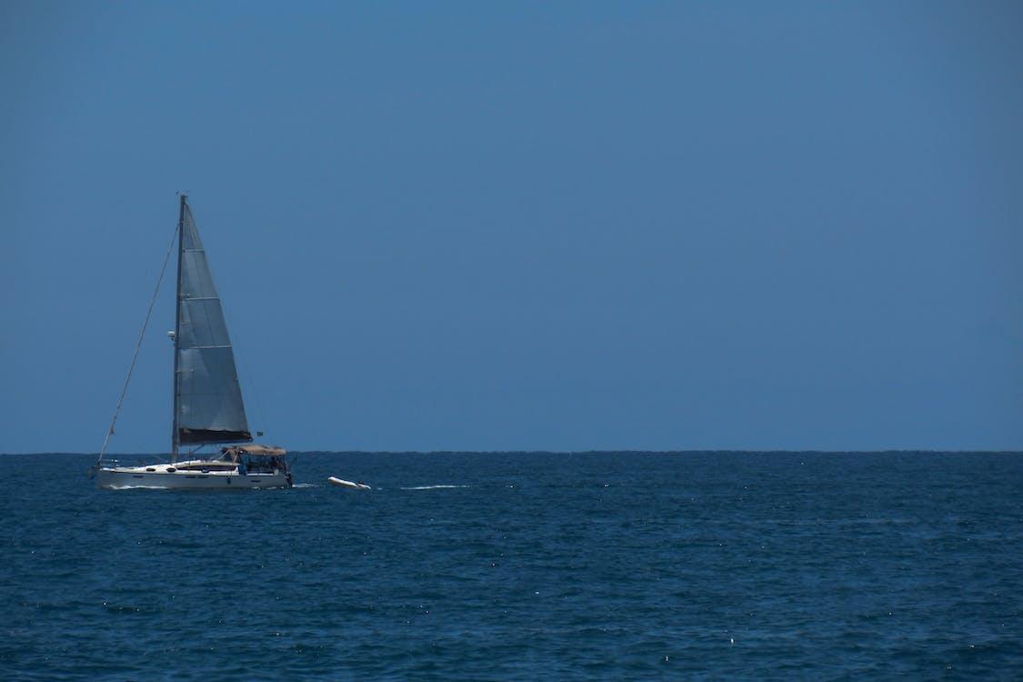 在海邊, 藍色