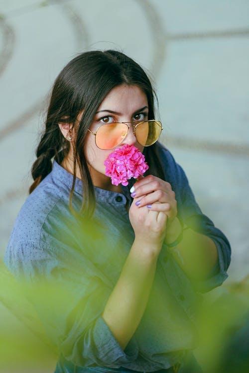 休閒, 可愛, 墨鏡, 女人 的 免费素材照片