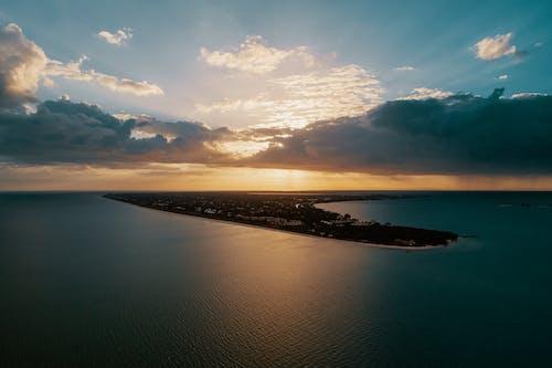 Fotobanka sbezplatnými fotkami na tému cestovať, exteriéry, krajina pri mori, letecký záber