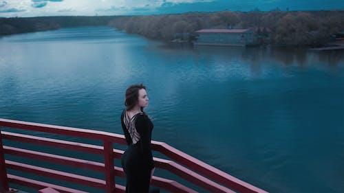 Gratis arkivbilde med alene, innsjø, jente
